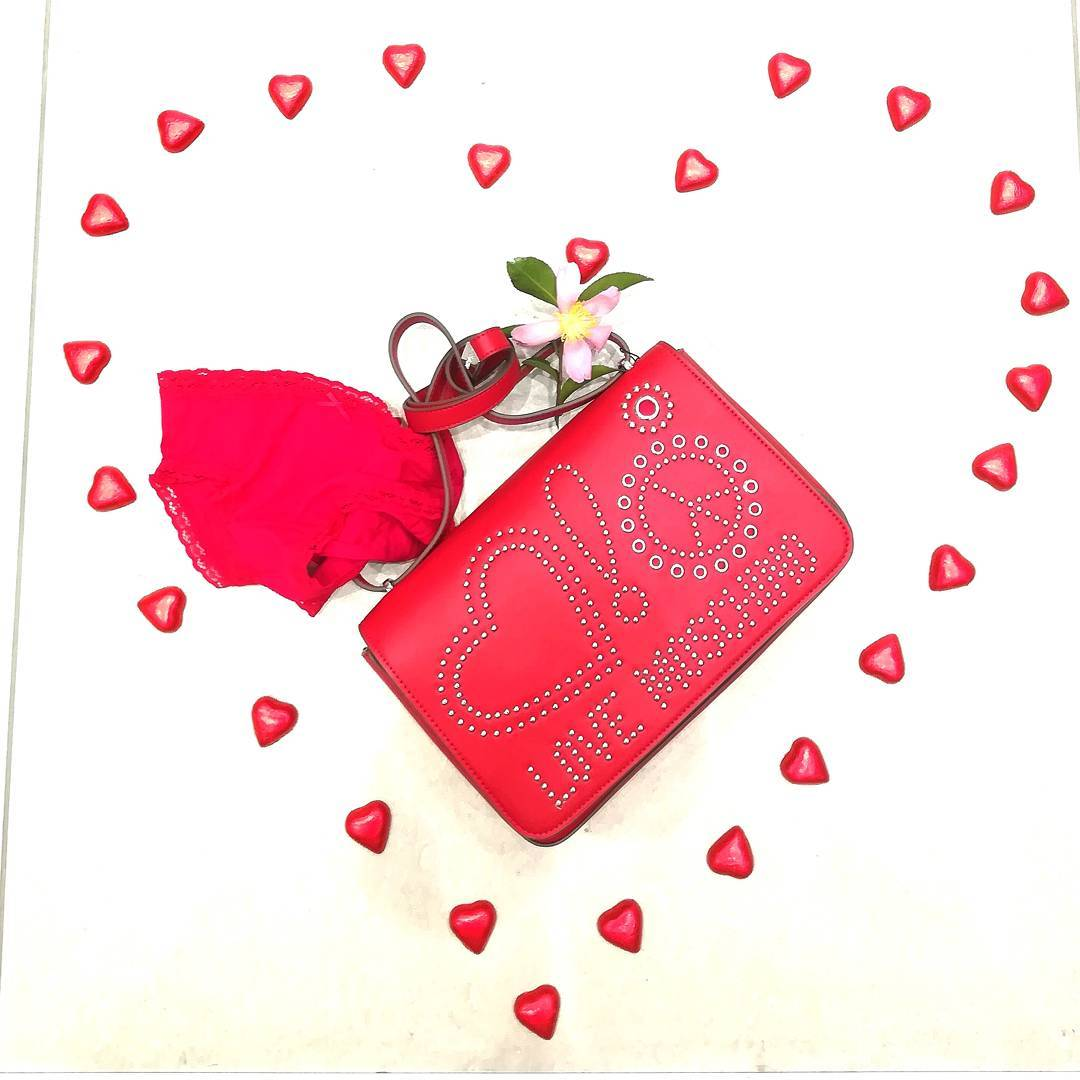 Buon San Valentino It's simple…magic is in love ! New collection Moschino For order /per info WhatsApp +39 3927284124 Negozio 0296193442 Corso Italia 7/9, Saronno #gioandgio #Moschino#bag#passion#redpassion #shopping #coolshoes #newclothingbrand#momentidelgiorno#psicologia#immagini#citazioni#instapost#life#instagoods #weddingdressshop #divine #lookforyou #easyshopping #bijoux #botiqueclothing #thebestbrand #wow#beautifullook #fitoutfit #boutique #lookbetter #forlady #onlineshopping #simple