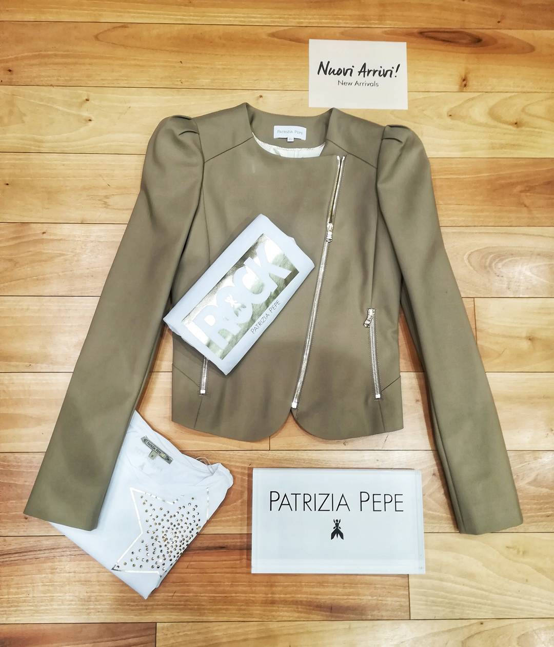 Patrizia Pepe New collection For order /per info WhatsApp +39 3927284124 Negozio 0296193442 Corso Italia 7/9, Saronno #gioandgio #patriziapepe #giacca#tshirt#shopping #coolshoes #newclothingbrand#momentidelgiorno#psicologia#immagini#citazioni#instapost#life#instagoods #weddingdressshop #divine #lookforyou #easyshopping #bijoux #botiqueclothing #thebestbrand #wow#beautifullook #fitoutfit #boutique #lookbetter #forlady #onlineshopping #simple