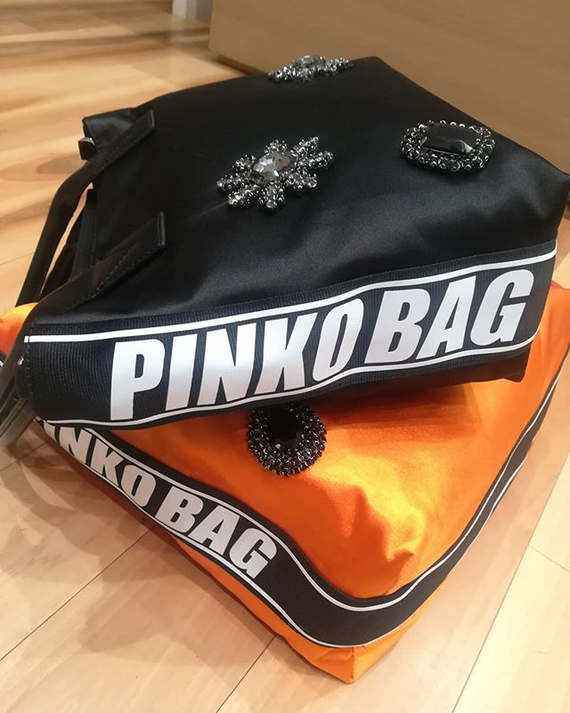 Pinko New bags 👜 For order /per info  WhatsApp +39 3927284124 Negozio 0296193442 Corso Italia 7/9, Saronno #gioandgio #pinko#bags#2018#mix #shopping #coolshoes #newclothingbrand#momentidelgiorno#psicologia#immagini#citazioni#instapost#life#instagoods #weddingdressshop #divine #lookforyou #easyshopping #bijoux #botiqueclothing #thebestbrand #wow#beautifullook #fitoutfit #boutique #lookbetter #forlady #onlineshopping #simple